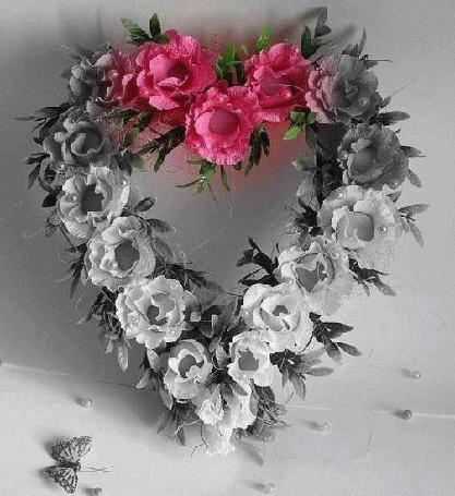Анимация Венок из цветов переливается розовым цветом