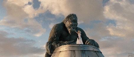 Анимация Наоми Уоттс / Naomi Watts в роли Энн Дэроу / Ann Darrow, прикосается к Кинг Конгу, момент из фильма Кинг Конг / King Kong