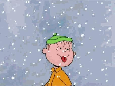 Анимация Мальчик кушает падающий снег