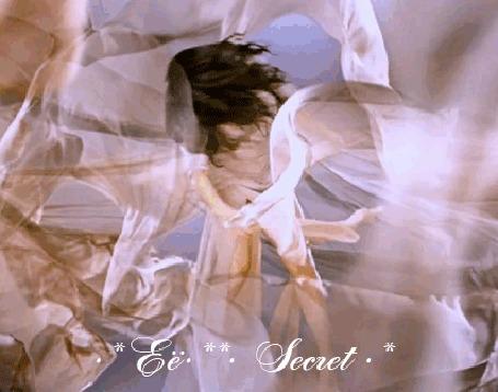 Анимация Девушка среди шелковой материи, автор Ее Secret