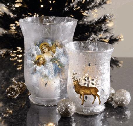 Анимация Два декоративных стаканчика у елки