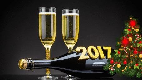 Анимация Два бокала шампанского и бутылка у сияющей новогодней елки, (2017)