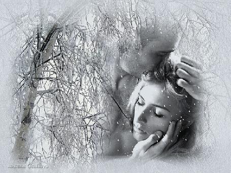 Анимация Влюбленная пара на фоне снегопада