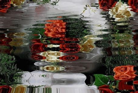 Анимация На воде отражаются цветы