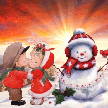 Анимация Мальчик целует девочку, оба стоят у снеговика