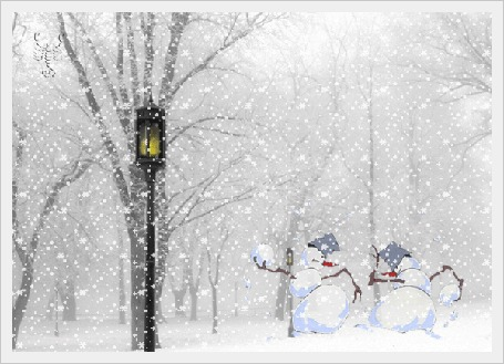 Анимация Два снеговика играют в снежки под падающим снегом