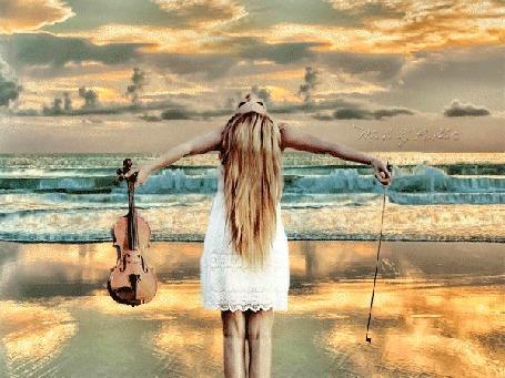 Анимация Девушка с длинными волосами стоит на золотистом морском песке, подняв голову и руки кверху. Перед ней пролетает стая белых птиц, бескрайнее море, горизонт в виде миража с горами и деревьями. В руках девушки скрипка и смычок, by R. M