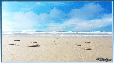 Анимация На фоне морского берега рука рисует мужчину и девушку