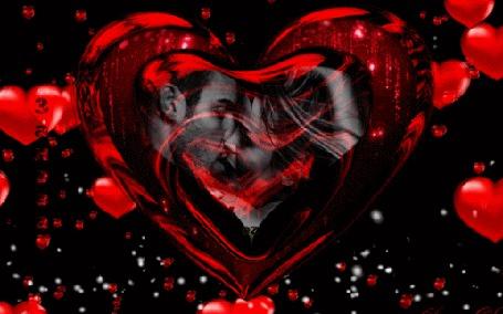Анимация Большое сердце крутится на фоне сердечек, внутри сердца целуются мужчина и женщина, автор Заноза