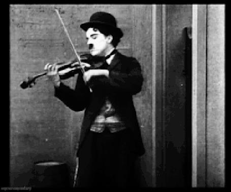 Анимация Легенда немого кино Чарли Чаплин / Charles Chaplin играет на скрипке, фильм Gentlemen of Nerve / Нахальный джентльмен