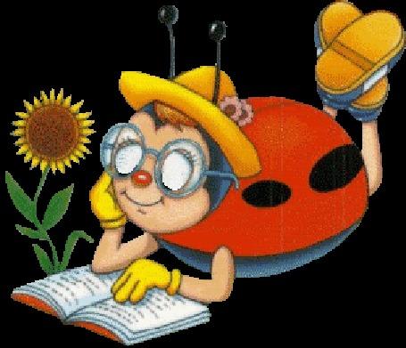 Анимация Божья коровка в очках, в желтых шляпке и перчатках лежит под подсолнухом на пузике, кокетливо машет ножками и читает книгу