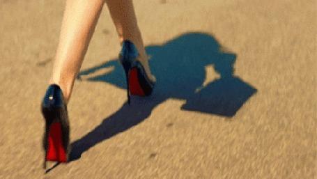 Скачать анимации девушки на высоких каблуках фото 509-242