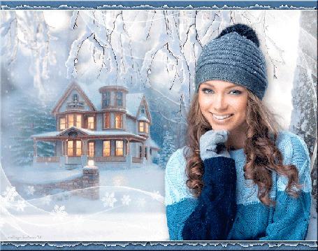Анимация Улыбающаяся девушка стоит на фоне дома под падающим снегом