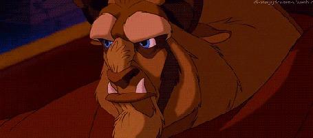 Анимация Чудовище смотрит на плачущую красавицу, кадр из мультфильма The beauty and the Beast / Красавица и чудовище