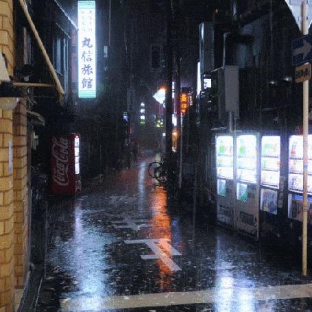Анимация На вечерней улице города идет дождь