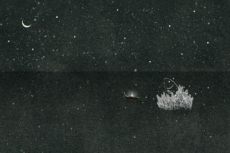 Анимация Огромная рыба выпрыгивает из воды и пролетает над лодкой, в которой сидит человек с мерцающим фонарем