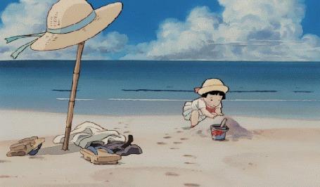 Анимация Девочка играет в песке на берегу моря