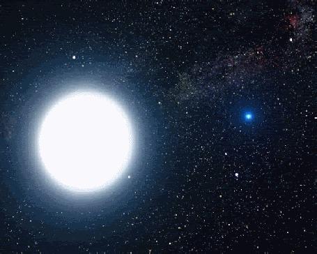Анимация Красные сердечки летят на фоне полной луны на небе