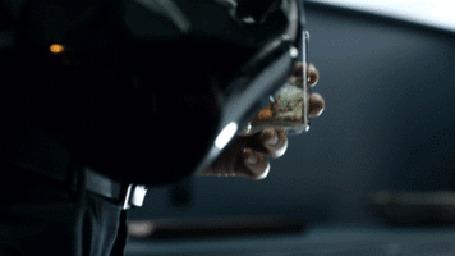 Анимация Парень наливает и пьет виски со льдом у бара, повернувшись он пристально смотрит на гламурную шатенку в черном, сексуальном платье, которая появляется из-за угла