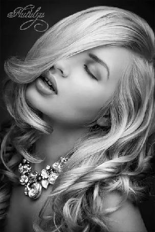 Анимация Меняющиеся фото белокурой девушки с вьющимися, длинными локонами волос. Плечи красавицы оголенны, на шее красивое, сверкающее колье, by Natalya