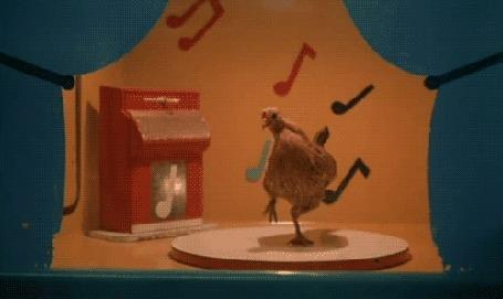 Анимация Курица танцует на круглом помосте для танцев под музыку музыкального автомата