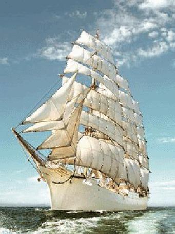 Анимация Корабль с белоснежными и сверкающими на солнце парусами плывет по морю, на фоне прозрачных, плывущих по голубому небу облаков