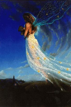 Анимация В ночном небе над домами летит девушка в длинном белом платье, с прозрачными крыльями за спиной и плюшевым мишкой в руках