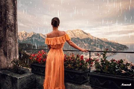 Анимация Девушка стоит на террасе и смотрит на горы под дождем