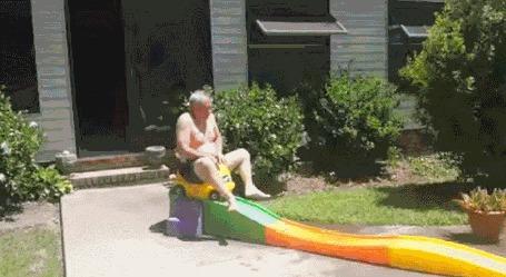 Анимация Старик сидя на игрушечной машинке скатился с горки и упал в бассейн