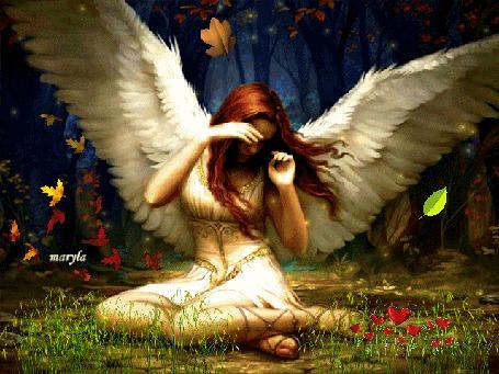 Анимация Рыжеволосая девушка-ангел сидит в лесу на траве под падающей осенней листвой, закрывая лицо от ветра