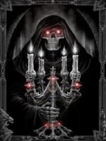 Анимация Смерть в черном плаще, держит в руках подсвечник