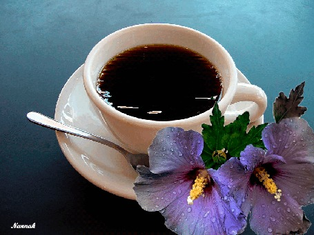 Анимация Кофе в чашке на блюдце и рядом цветы, by Nannah