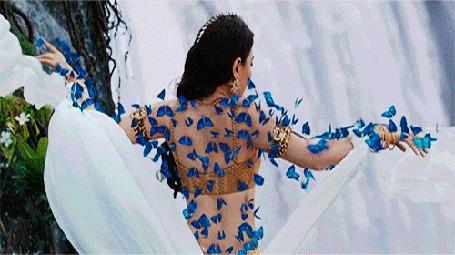 Анимация Танцующая индианка в голубых бабочках на фоне водопада