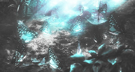Анимация Светящиеся голубые бабочки машут крылышками