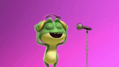 Анимация Лягушонок в наушниках, танцует и поет у микрофона на розово-сиреневом фоне