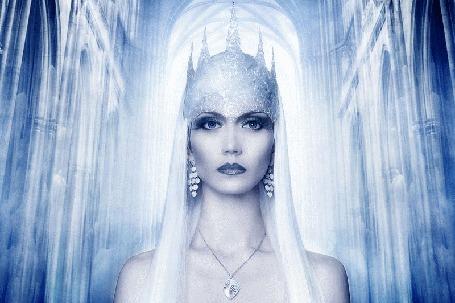 Анимация Девушка в короне, в образе Снежной Королевы по сказке Г-Х Андересена