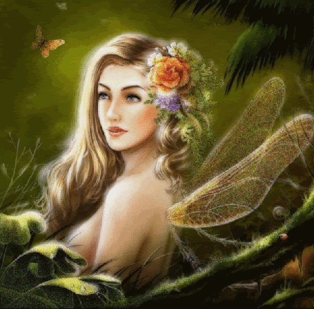 Анимация Лесная фея с цветами в волосах смотрит на бабочку, порхающую возле нее