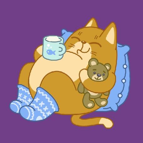 Анимация Кот в обнимку с игрушкой, урчит с чашкой на животе, лежа на подушке