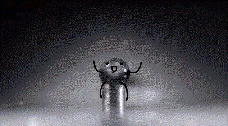 Анимация Таракан пытается выпить маленькую капельку воды