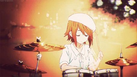 Анимация Рицу Тайнака / Ritsu Tainaka играет на ударной установке, кадры из эндинга аниме Клуб легкой музыки / Легкая музыка / Кэйон! / K-On!