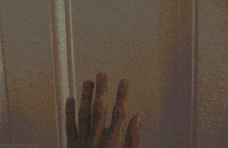 Анимация Человек открывает платяной шкаф и проходит сквозь него в эту же комнату