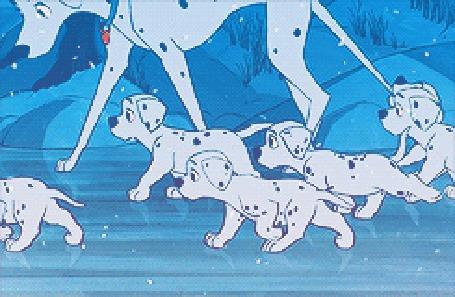 Анимация Далматинцы на льду под падающим снегом, кадры из мультфильма 101 далматинец / One Hundred And One Dalmatians