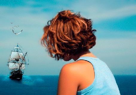 Анимация Девушка смотрит на корабль в море, над которым летают чайки, автор Олег Барков