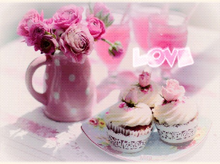Анимация Цветы в кувшине, бокалы с напитком и десерт, излучающий сердечки и слова Love / любовь