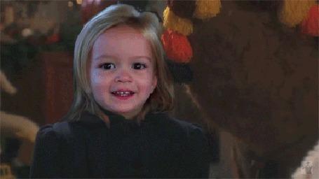 Анимация Санта из фильма Чудо на 34-й улице / Miracle on 34th Street подмигивает девочке Хлое из известного интернет-мема / Chloe Meme