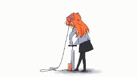 Анимация Чие Сакура / Chiyo Sakura из аниме Ежемесячное седзе Нозаки-куна / Gekkan Shoujo Nozaki-kun надувает насосом свои красные банты в горошек