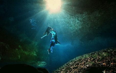Анимация Девушка под водой