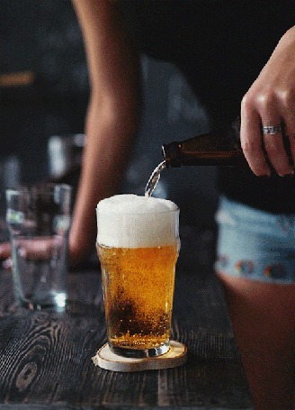 Анимация В стакан наливают пиво