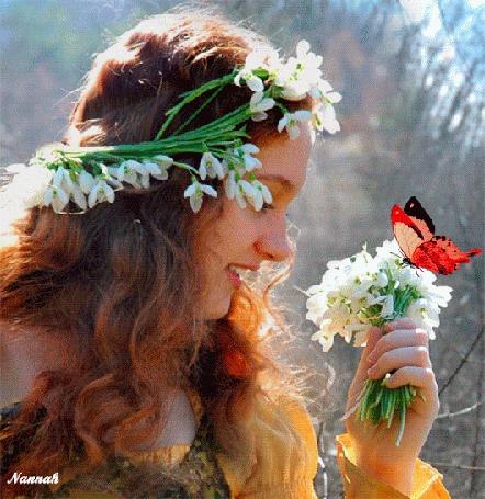 Анимация Девушка в венке смотрит на бабочку на цветах, by Nannah