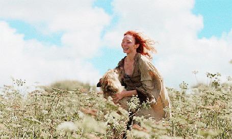 Анимация Девушка с собакой в поле